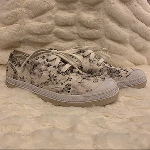 NWOT Palladium Women's Floral Pampa Sneaker